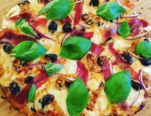 Pizza au fenalar et aux fromages gratinés